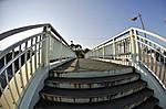 陸橋の階段を上りきったあたり、対角線魚眼写真 Nikon AF DX Fisheye-Nikkor 10.5mm f/2.8G ED