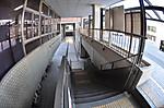 建物の外部の回廊的な空間、対角線魚眼写真 Nikon AF DX Fisheye-Nikkor 10.5mm f/2.8G ED